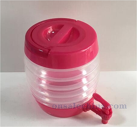 Collapsible dispenser