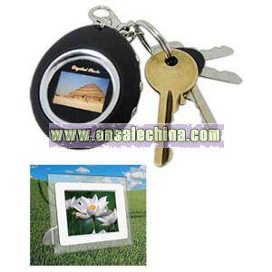 Digital photo frame with keychain