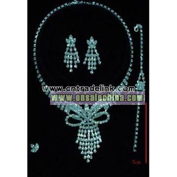 Rhinestone And Crystal Necklace Set