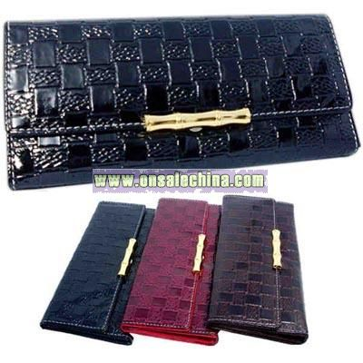 Woven pattern 3 fold design faux leather clutch wallet.