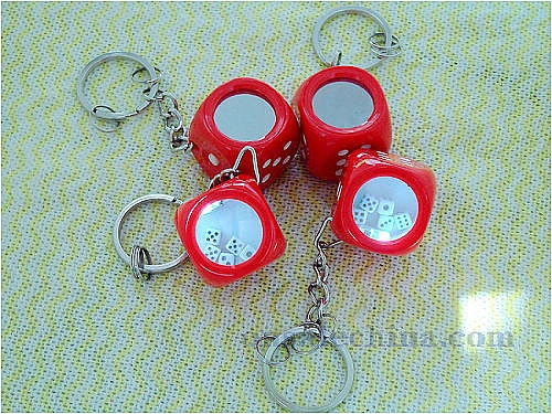 Key tag with dice