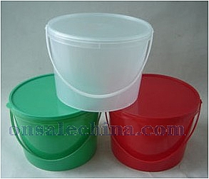 Plastic Christmas Buckets wit